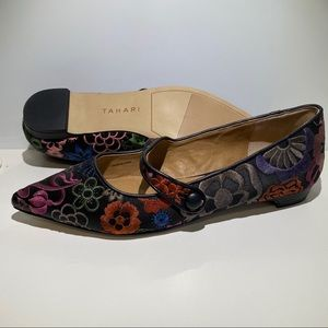Tahari Pointed Flats with Floral Embroidery size 8